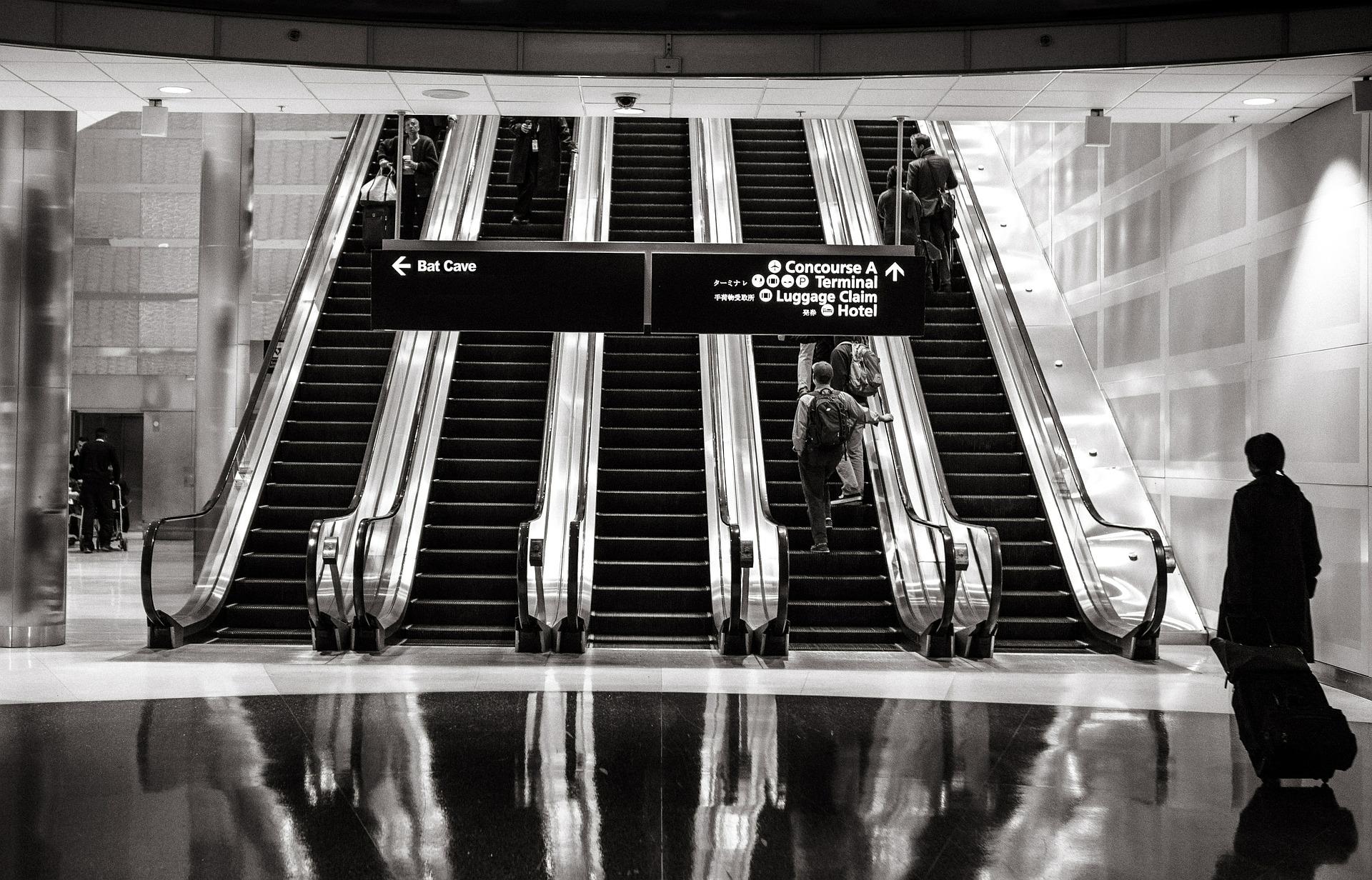 escalators-594463_1920